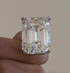 La piedra de color D, sin ninguna falla interna, es el único diamante bl...
