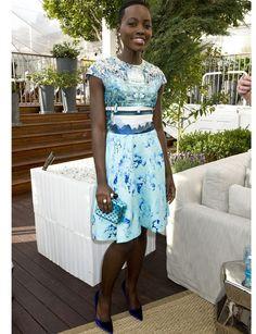 Estampados http://www.marie-claire.es/moda/look/fotos/los-mejores-looks-de-lupita-nyong-o/azul2