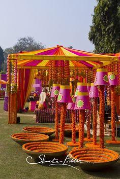 Photobooth To Mandap: Best Ways To Use Genda Phool in Wedding Decoration - Moyiki Sites Indian Wedding Theme, Desi Wedding Decor, Wedding Stage Decorations, Wedding Mandap, Wedding Themes, Flower Decorations, Wedding Receptions, Wedding Ideas, Fall Wedding