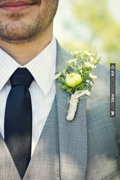 gray groom suit and wildflower boutonniere | VIA #WEDDINGPINS.NET