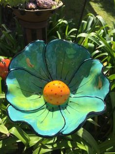 Red Birdbath Flower Mosaic Cafe Gallery Ceramic Studio and GardenAcacia Bay 2019 Red Birdbath Flower Mosaic Cafe Gallery Ceramic Studio and GardenAcacia Bay Taupo NZ. Uniqu The post Red Birdbath Flower Mosaic Cafe Gallery Cerami Mosaic Flowers, Ceramic Flowers, Clay Flowers, Art Floral, Ceramic Painting, Ceramic Art, Mosaic Cafe, Art Sculpture, Garden Sculpture