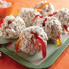 Gooseberry Patch Recipes: Wormy Popcorn Balls from A Ghastly-Good Halloween Halloween Popcorn, Halloween Treats For Kids, Halloween Sweets, Easy Halloween, Holiday Treats, Halloween Party, Halloween Office, Halloween Wishes, Halloween Goodies