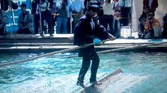 20121021木場の角乗  江戸時代、材木業者が水に浮かべた材木に乗っていかだを組んだ技から生まれた「木場の角乗(かくのり)」が東京都江東区の木場公園で披露された。