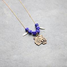 Collier tigre avec perles bleues et plumes dorées pour femmes / chaine bille dorée à l'or fin