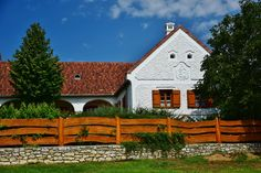 Köveskál - tervező: Mérmű Építész Stúdió Travelogue, Cottage Homes, Traditional House, Country Living, Hungary, Fence, Palace, Farmhouse, House Design