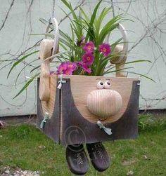 Интересные идеи из дерева - кашпо, своречник, кормушка