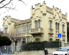 Оформление штукатурного фасада в классическом стиле с лепниной