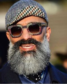 Sprezzatura-Eleganza — Pitti Uomo 91 Photo by Gabriele Cioaca Beard Styles For Men, Hair And Beard Styles, Hair Styles, Black Men Beards, Long Beards, Moustaches, Bald With Beard, Beard Game, Short Beard