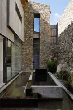 Contemporary Stone House Design In Countryside Of Extremadura Spain Architecture Durable, Sustainable Architecture, Residential Architecture, Contemporary Architecture, Landscape Architecture, Interior Architecture, Landscape Design, Interior Design, Architecture Courtyard