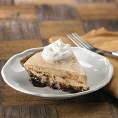 Peanut Butter Cup Cookie Ice Cream Pie from Keelber