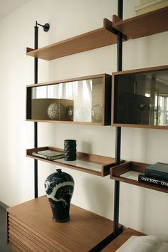 Ideas wall storage unit built ins shelves Shelves, Interior, Minimalist Living Room, Interior Furniture, Living Room Wall Units, Glass Shelves, Living Room Wall, Living Furniture, Shelving
