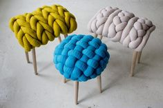 Playful London-based Irish designer Claire-Anne O'Brian shows how refreshing interior design can be. Her sculptural furniture is inspired by knitting stitches. Ideias Diy, Knitting Accessories, Diy Home Decor, Furniture Design, Upholstery, Sweet Home, Crafty, Interior Design, Projects