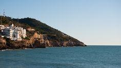 Vista del mar des de l'entrada al port d'Aiguadolç a Sitges (Garraf - Barcelona). Sitges, Worlds Largest, Community, Cat, Outdoor, Life, Outdoors, Cat Breeds, Outdoor Games