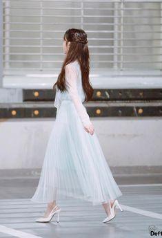 아이유짱 Luna Fashion, Kpop Fashion, Asian Fashion, Girl Fashion, Fashion Outfits, Korean Celebrities, Celebs, Iu Hair, Kpop Hair