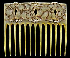 VEVER Art Nouveau Comb  Horn Seed Pearl H: 9.5 cm (3.74 in)  W: 11 cm (4.33 in)  Marks: Signed & numbered: Vever 9364 French, c.1900