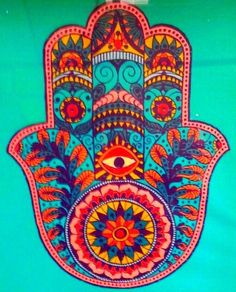 The Hamsa is an ancient Middle Eastern amulet symbolizing the Hand of God. In all faiths its a protective sign, it brings its owner happiness, luck, health, and good fortune. Peace Tumblr, Hamsa Art, Hamsa Design, Arte Fashion, Hamsa Tattoo, Tattoo Thigh, Tattoo Hand, Les Religions, Jewish Art