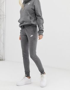 Buy Nike Club Grey Sweatpants at ASOS. With free delivery and return options (Ts&Cs apply), online shopping has never been so easy. Get the latest trends with ASOS now. Grey Nike Sweatpants, Cute Sweatpants Outfit, Outfit Jeans, Hoodie Outfit, Adidas Tracksuit Women, Sweatpants Style, Nike Joggers, Cute Comfy Outfits, Lazy Outfits