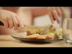 ▶ Las milanesas con pure de Lucio   De Cocinantes y Ayuderos - YouTube