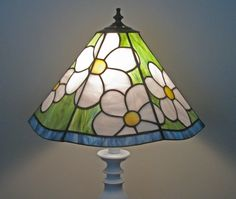 field-of-daisies-stained-glass-lampshade