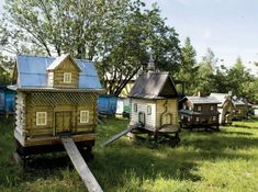 These are actually bee hives but ideas for chicken coops . Bee Skep, Bee Hives, Cute Bee, Bee Happy, Hobby Farms, Bees Knees, Green Garden, Garden Gates, Bee Keeping