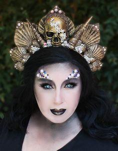 Dark Mermaid Crown von On Gossamer Wings Sea Witch Costume, Siren Costume, Dark Fairy Costume, Dark Mermaid, Mermaid Crown, Mermaid Headpiece, Bohemian Headpiece, 1920s Headpiece, Pearl Headpiece