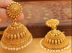 gold jhumka designs with weight Gold Jhumka Earrings, Jewelry Design Earrings, Gold Earrings Designs, Gold Designs, Indian Earrings, Antique Earrings, Bridal Earrings, Fashion Earrings, Gold Bangles Design
