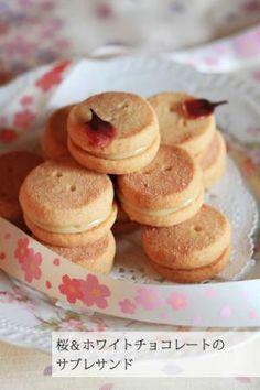 桜&ホワイトチョコレートのサブレサンド:cottaプロのレシピ