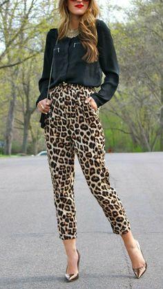 Cropped Leopard Trousers Plus Black Blouse Fashion - Fashion Design Animal Print Pants, Leopard Print Pants, Animal Print Outfits, Animal Print Fashion, Fashion Prints, Cheetah, Black Blouse Outfit, Leopard Pants Outfit, Look Fashion