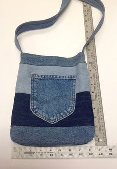 Denim Bags From Jeans, Denim Tote Bags, Diy Tote Bag, Diy Denim Purse, Denim Handbags, Denim Bag Patterns, Denim Scraps, Jean Purses, Bags Travel