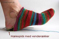 Sokker strikket fra tåen og op med kilehæl Crochet Socks, Knitting Socks, Knit Crochet, Boot Cuffs, Baby Booties, Leg Warmers, Knitwear, Slippers, Stockings
