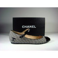 So perfect - striped Chanel flats Chanel Flats, Vogue, Cute Flats, All About Shoes, Kinds Of Shoes, Wedge Boots, Me Too Shoes, Buy Shoes, Ballet Flats