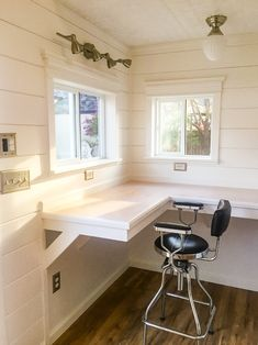 Countertop desk - Need some home office inspiration? This Tuff Shed office houses a floral design business! The shiplap, tin plate, and wood laminate floors make this office a total style inspiration. Shed Office, Tiny Office, Backyard Office, Backyard Studio, Garage Office, Outdoor Office, Office Floor, Black Office, Home Office Design