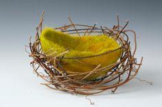 Lined Nest (Different and good looking! Nuno Felting, Needle Felting, Wet Design, Pine Needle Baskets, Felt Embroidery, Felt Birds, Fabric Birds, Felt Ball, Handmade Felt