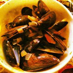 Garlic and White Wine Healthy Mussels