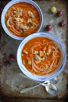 Pin for Later: 20 Cold-Fighting Chicken Noodle Soup Recipes You Need in Your Life Tomato Chicken Noodle Soup Get the recipe: tomato chicken noodle soup Fall Soup Recipes, Chili Recipes, Asian Recipes, Chicken Noodle Soup, Soup And Sandwich, Healthy Soup, Healthy Dinners, C'est Bon, Soup And Salad