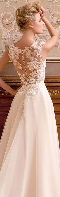 Kaunis selkä, tosin pitsin kuvio ei mun lemppari. http://eweddingssecrets.com/top-10-wedding-gifts-to-give-to-a-newlyweds.html