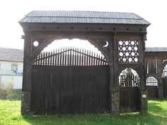 carved Transylvanian gate in Csíkszereda Father Birthday, Old Houses, Hungary, Romania, Gazebo, Wolf, Carving, Outdoor Structures, Photo And Video
