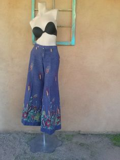 Check out this item in my Etsy shop https://www.etsy.com/listing/163536983/vintage-1970s-pants-bell-bottom-hip