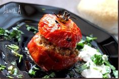 Rosii umplute cu carne detaliu Meatloaf, Tandoori Chicken, Salmon Burgers, Ethnic Recipes, Food, Fine Dining, Salads, Salmon Patties, Meal