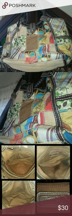 Fossil Modern Vintage Patchwork Woven Shoulder Bag Used condition Fossil Modern Vintage Patchwork  woven handbag with Leather trim.  This bag is in great condition but does need professional cleaning.  There is a noticable stain on the interior of one section of the bag. The bag is large with 3 separate compartments  There are side slip pockets as well as interior zio and slip pockets  The exterior of the bag is a bright beautiful design with lovely leather trim and silver hardware with the…