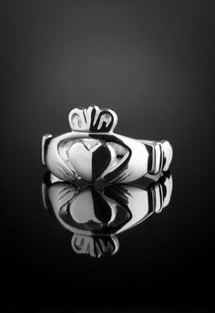 Solid Men's Claddagh Ring for the Irish man that prefers a more contemporary style of design. Handcrafted quality Irish jewellery created by expert jewelry designer Eileen of Claddagh Design Ireland. Irish Engagement Rings, Irish Wedding Rings, Irish Rings, Mens Claddagh Ring, Claddagh Rings, Irish Design, Mens Ring Sizes, Irish Jewelry, Free Ring