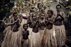 Los Melanesios, Vanuatu (by Jimmy Nelson) Tribes Of The World, We Are The World, People Of The World, Eric Lafforgue, Vanuatu, Child Rearing Practices, North Sentinel Island, Jimmy Nelson, Kids Growing Up