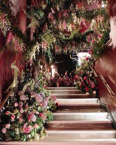 Romantic Wedding Staircase Decor Ideas With Flower - Forest Wedding, Dream Wedding, Wedding Day, Wedding Church, Light Wedding, Wedding Scene, Table Wedding, Party Wedding, Wedding Staircase