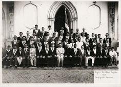 Capivari, 1956 Congregação Mariana em frente igreja São João Batista