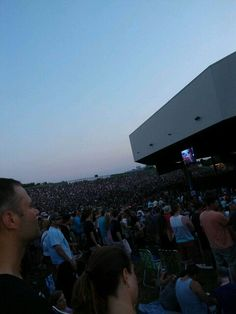 DMB2set summer tour Hartford Connecticut 30 thousand strong July 12,2014