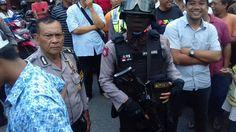 Berkoordinasi dengan Polisi Warga dan Ormas Islam Solo Gerebek Salon Mesum  SOLO (SALAM-ONLINE): Warga bersama ormas Islam Solo mendatangi Salon Liana di Jalan Puspowarno nomor 15 Panularan Lawiyan Surakarta pada Jumat (9/9) sekitar pukul 13.30 WIB kemarin.  Dari penggerebekan ini kata Humas Laskar Umar Islam Surakarta (LUIS) warga bersama ormas Islam berhasil menangkap basah seorang pria (HCG) dan 2 wanita (Sr dan Sl) di dalam satu kamar dalam keadaan tanpa sehelai pakaian.  HCG adalah…