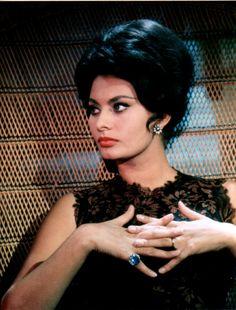 Sofia Loren, Hands