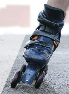Flexiskates by Tomas Leszczynski — Kickstarter.   Flexiskates is a new sport. For skiers it simulates a carved turn in alpine skiing. For skaters, it blends the stability of roller skates with the speed of inline skates. For commuters, it's a stable platform to roll a few blocks to work or college classes.: