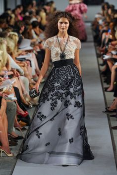 White tulle lace embroidered gown with degrade black tulle lace embroidered skirt by Oscar de la Renta.