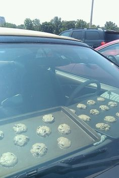 Baking cookies in my car..Now this is extreme! Anyone actually tried this?!